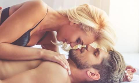 Σεξ: Γιατί οι άνδρες είναι «ντούροι» κάθε πρωί;