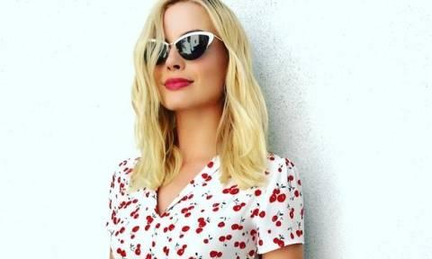 Margot Robbie: Αυτό είναι το περίεργο τρικ με την οδοντόβουρτσα στο μακιγιάζ της