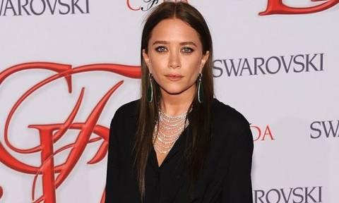 Αν η Mary-Kate Olsen καταφέρει να κάνει πάλι αυτά τα παπούτσια hot...