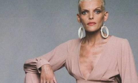 В Греции от анорексии скончалась известная телеведущая Нана Караянни
