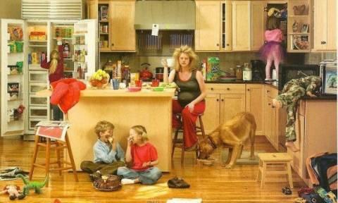 Πώς φαντάζεται ένας μπαμπάς την καθημερινότητα της γυναίκας του με τα παιδιά; Δείτε το βίντεο