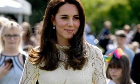 Η Kate Middleton καθαρίζει το πρόσωπό της με τον πιο απλό και ανέξοδο τρόπο!