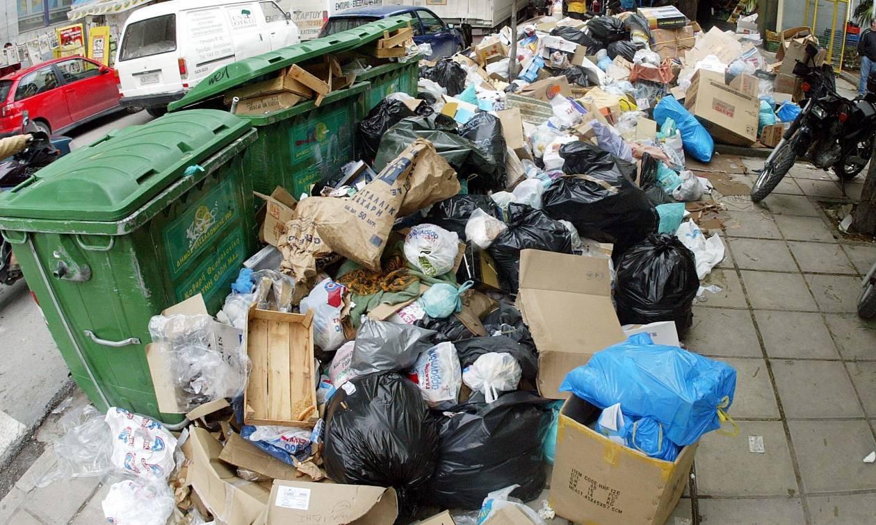 Σκουπίδια: Πόσες μέρες θα χρειαστούν για να καθαριστούν οι δρόμοι