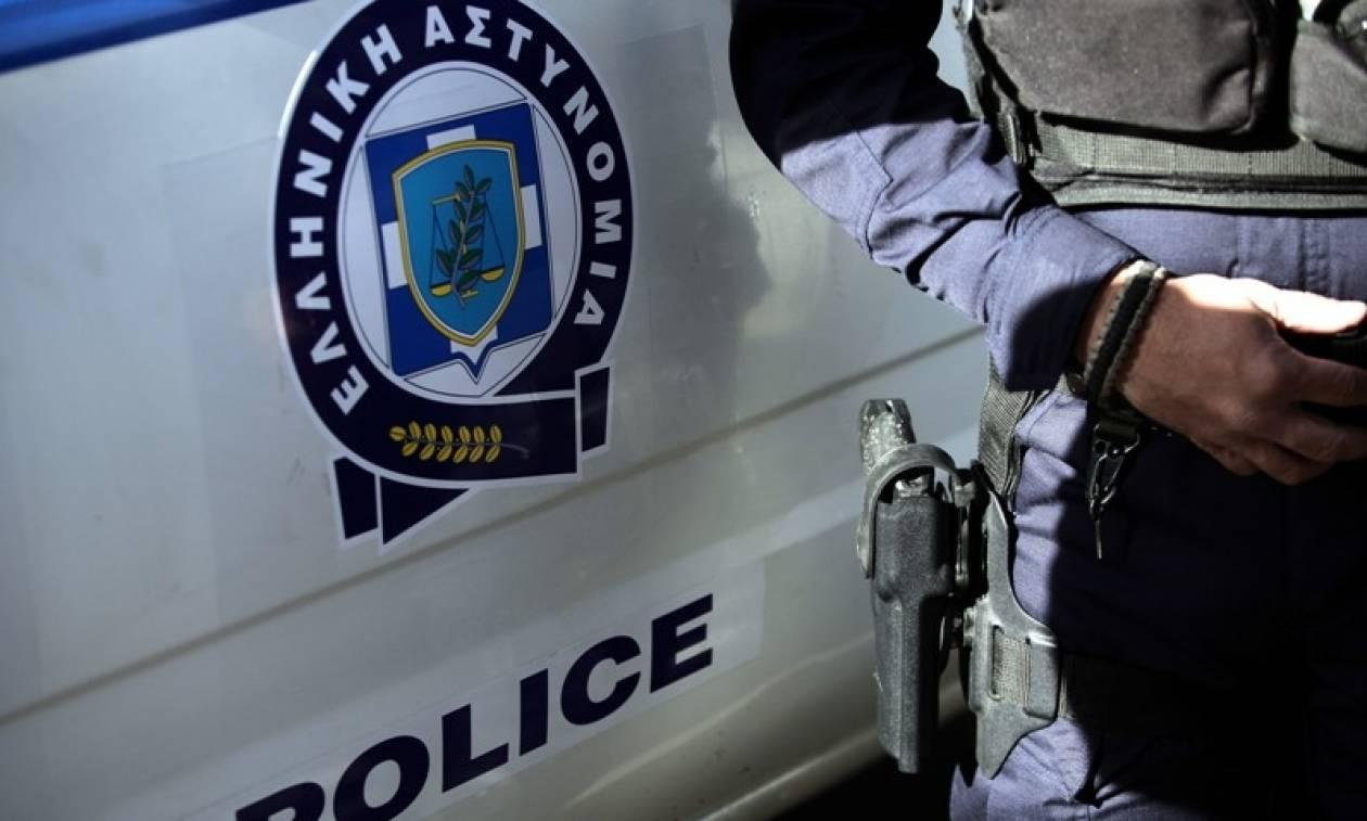 Συγκλονιστικό βίντεο: Αστυνομικός της ομάδας «Ζ» σώζει τη ζωή μαχαιρωμένου άντρα