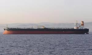 Συναγερμός: Σύγκρουση δεξαμενόπλοιου με φορτηγό πλοίο στο στενό του Πα-ντε-Καλαί