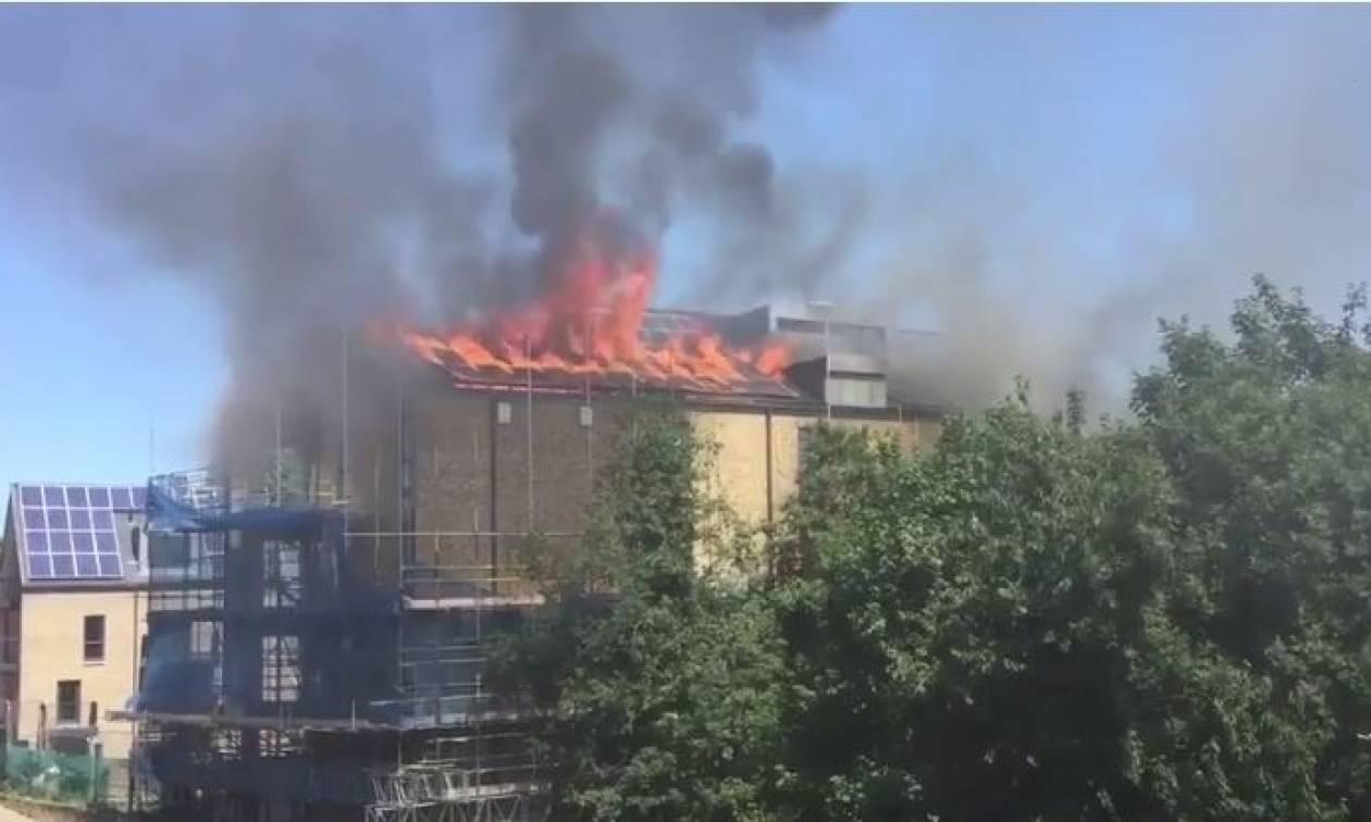 Συναγερμός στη Βρετανία: Νέα πυρκαγιά κατακαίει συγκρότημα κατοικιών - Δείτε βίντεο