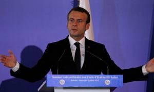 Σάλος από την πρωτοφανή κίνηση Μακρόν - Γαλλικά μέσα: «Να κατέβει από τον Όλυμπο»