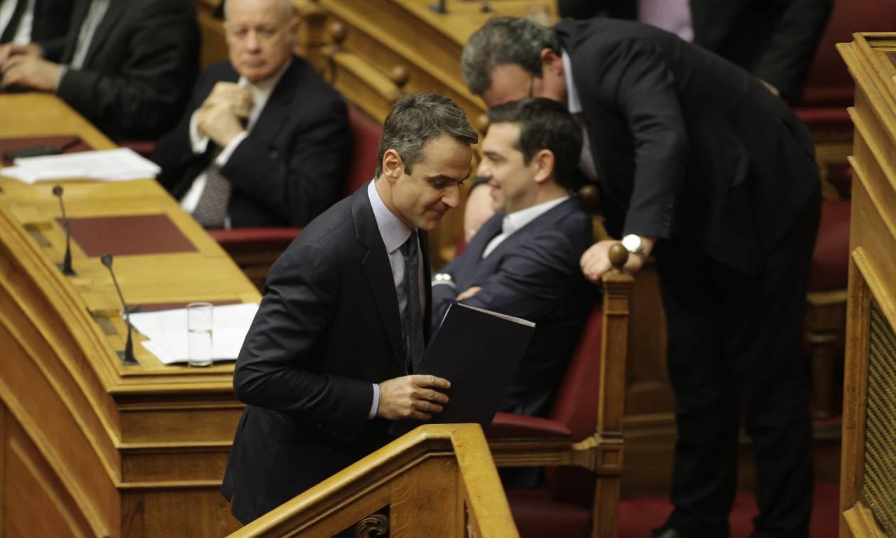 Βουλή LIVE: Προ ημερησίας «μονομαχία» για την οικονομία