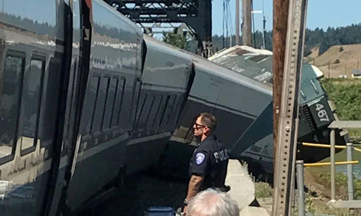 Τρόμος στις ράγες: Εκτροχιάστηκε τρένο στη Ουάσινγκτον των ΗΠΑ (Pics+Vid)