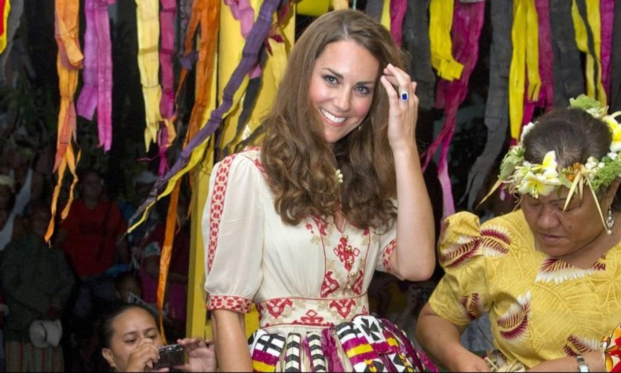 Οι γυμνόστηθες φωτογραφίες της Κέιτ Μίντλετον που σόκαραν τη βασίλισσα Ελισάβετ (Pic+Vid)