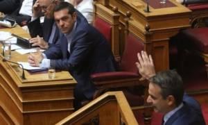 «Αρπάχτηκαν» Τσίπρας – Μητσοτάκης: «Βαριές» κουβέντες στη Βουλή