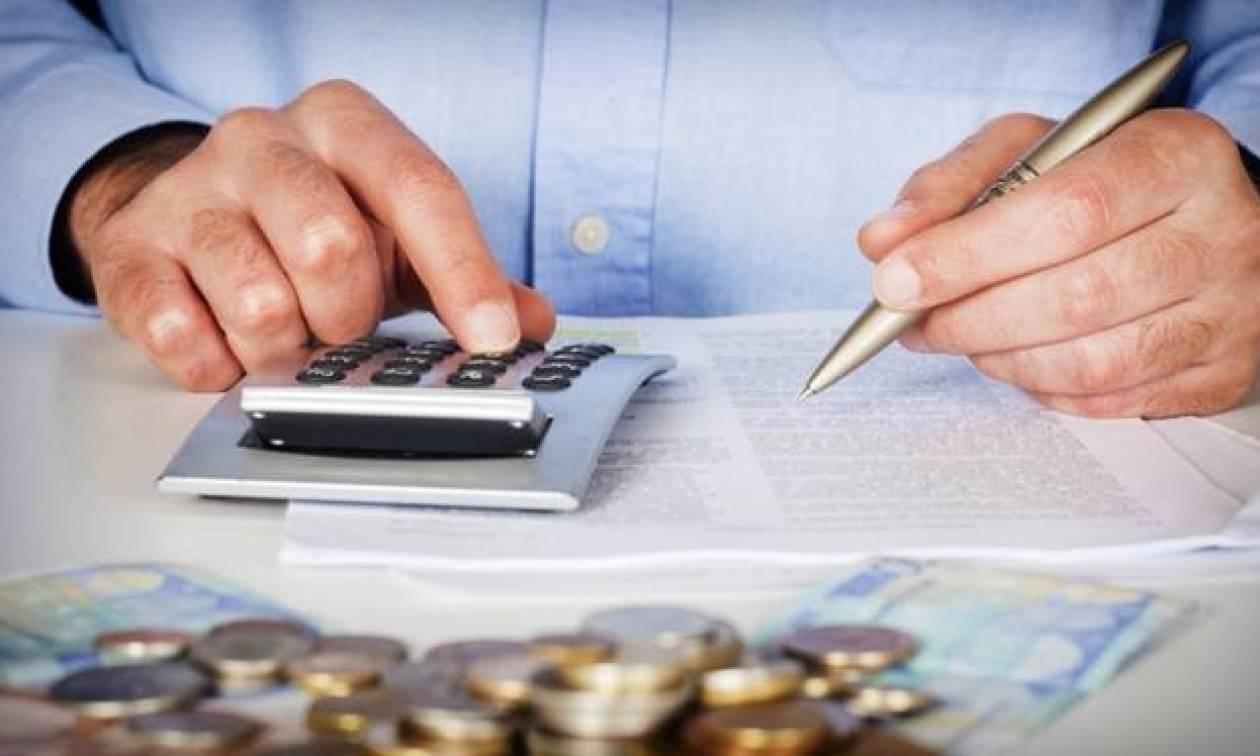 Μπαράζ κατασχέσεων από την Εφορία - Επιδρομή σε τραπεζικούς λογαριασμούς για χρέη προς Δημόσιο
