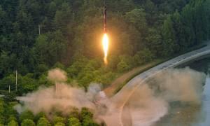 Πυρηνικός τρόμος από τον νέο πύραυλο της Βόρειας Κορέας (Vid)