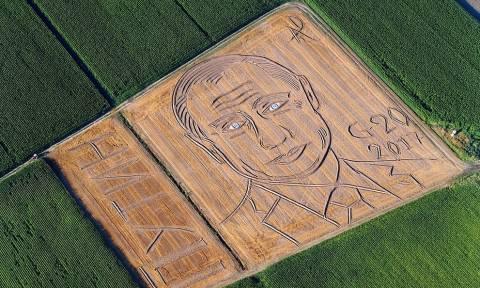 Итальянский фермер трактором и плугом создал огромный портрет Путина