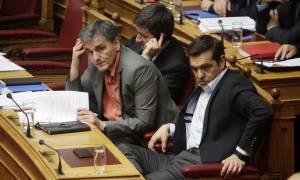 Handelsblatt: Ο Τσίπρας φταίει που καθυστερεί η εκταμίευση της δόσης