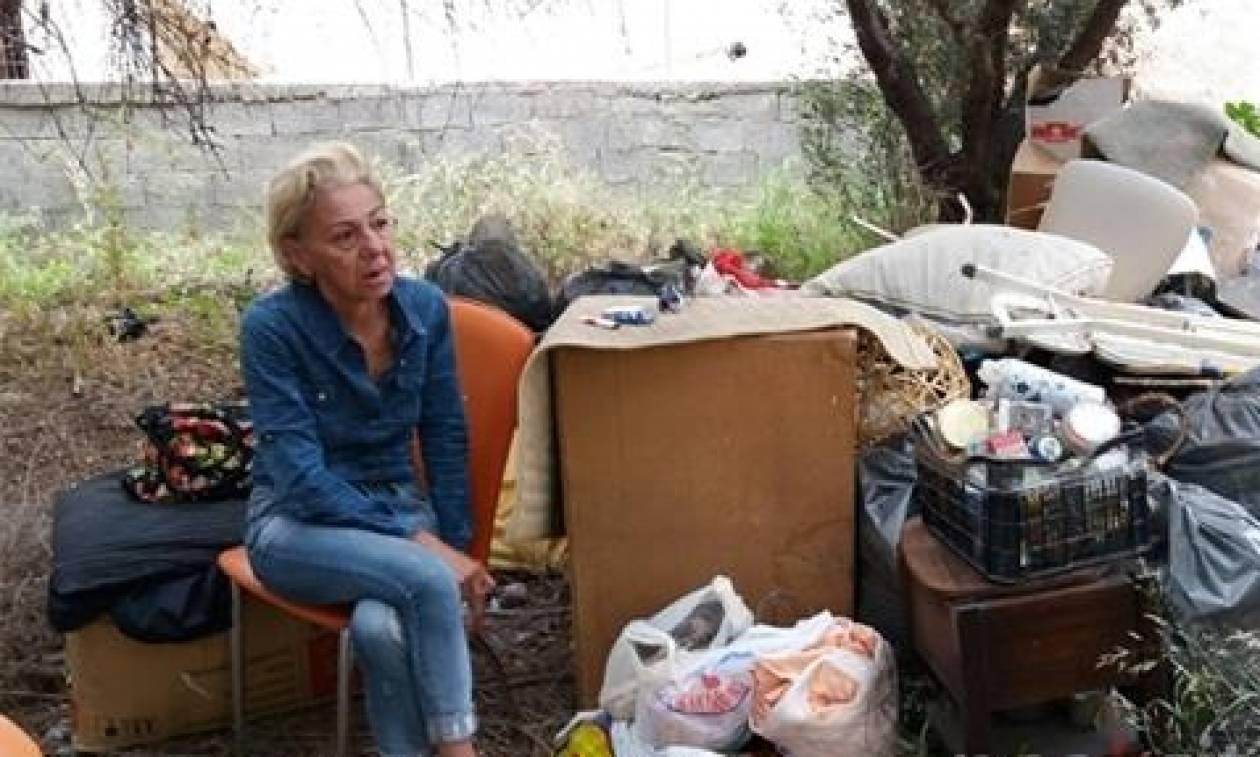 Σοκ στην Κρήτη: Έμεινε στο δρόμο και τώρα ζει και κοιμάται σε ένα χωράφι (pics+vids)