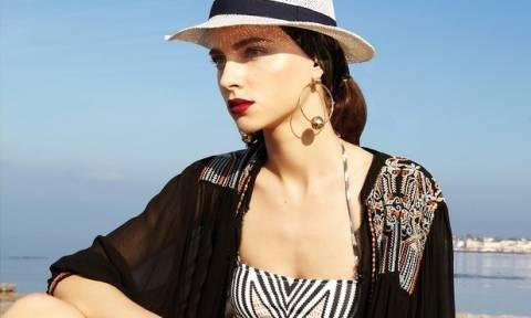 Beach please: Πέντε fashion items για να γίνεις φέτος η θεά της παραλίας