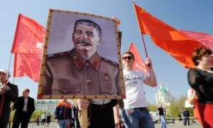 Το Κρεμλίνο «αποκαθηλώνει» τον Στάλιν