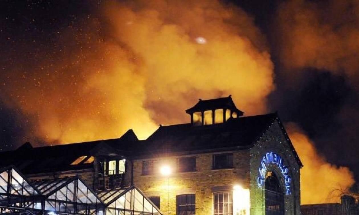 Μεγάλη πυρκαγιά στο Camden Market του Λονδίνου (pics+vid)