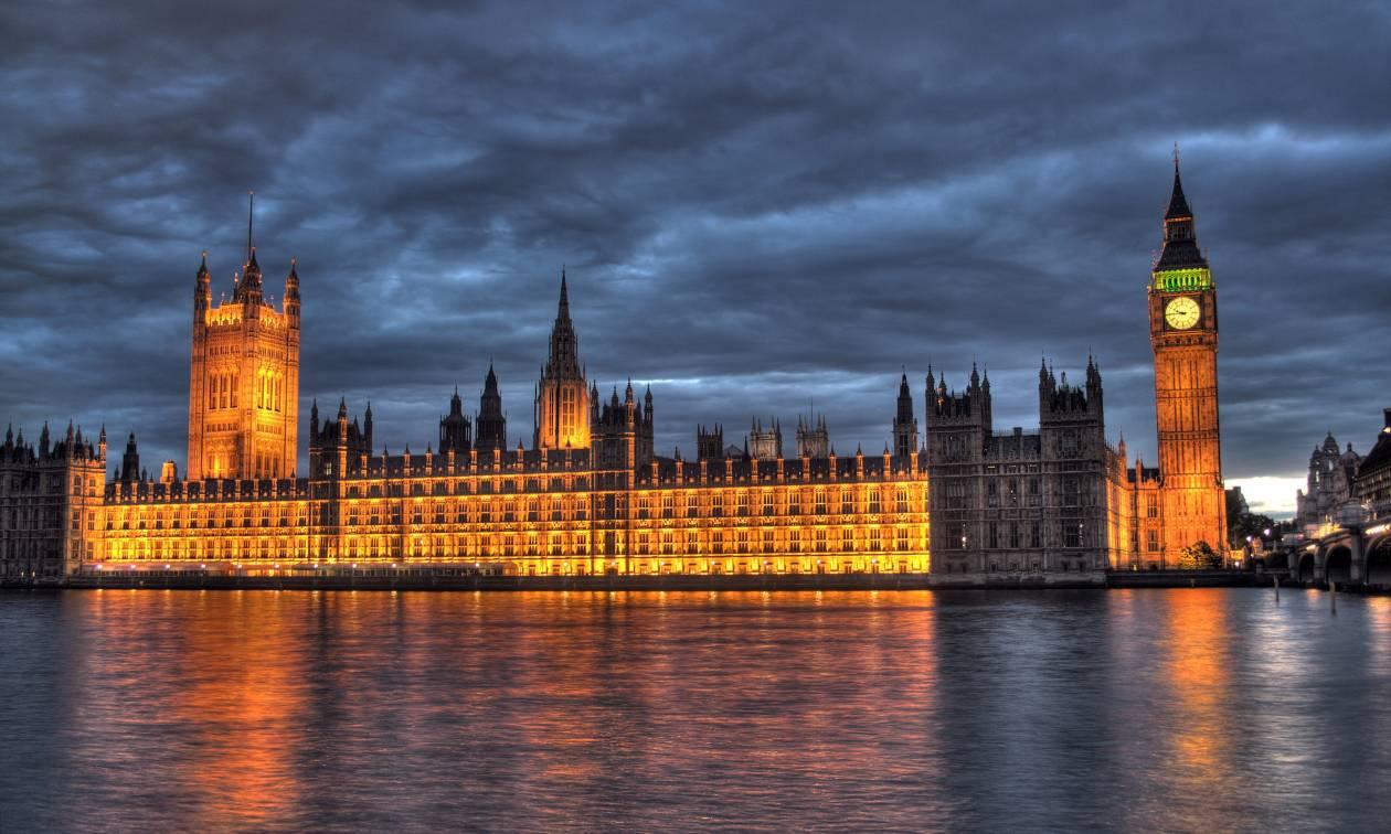 Συναγερμός στο Λονδίνο: Εκκενώθηκε το βρετανικό κοινοβούλιο