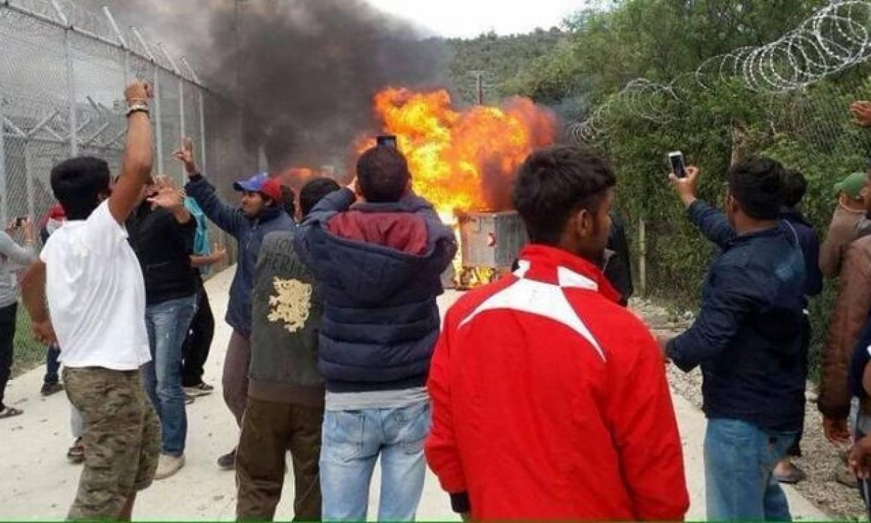 Ανεξέλεγκτη η κατάσταση στη Μυτιλήνη: Άγρια επεισόδια στη Μόρια