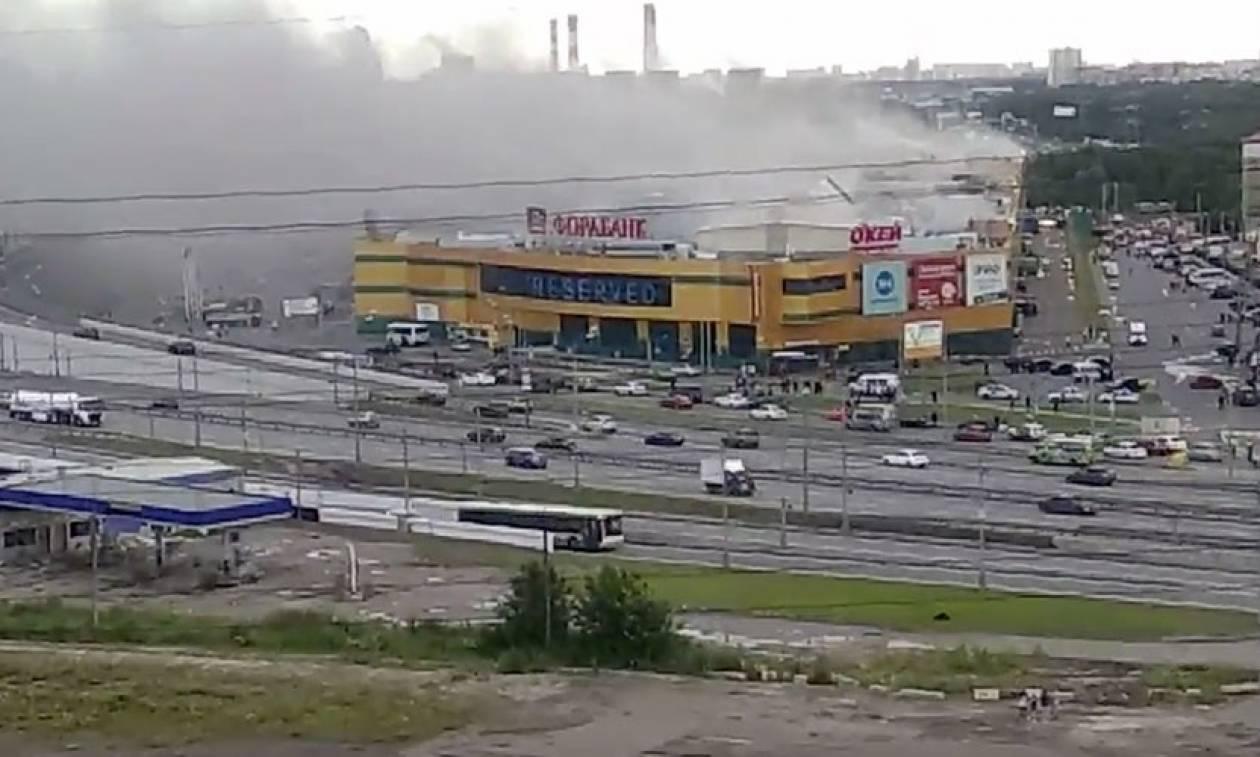 Μεγάλη φωτιά σε εμπορικό κέντρο στη Μόσχα - Τουλάχιστον 14 τραυματίες (vids)