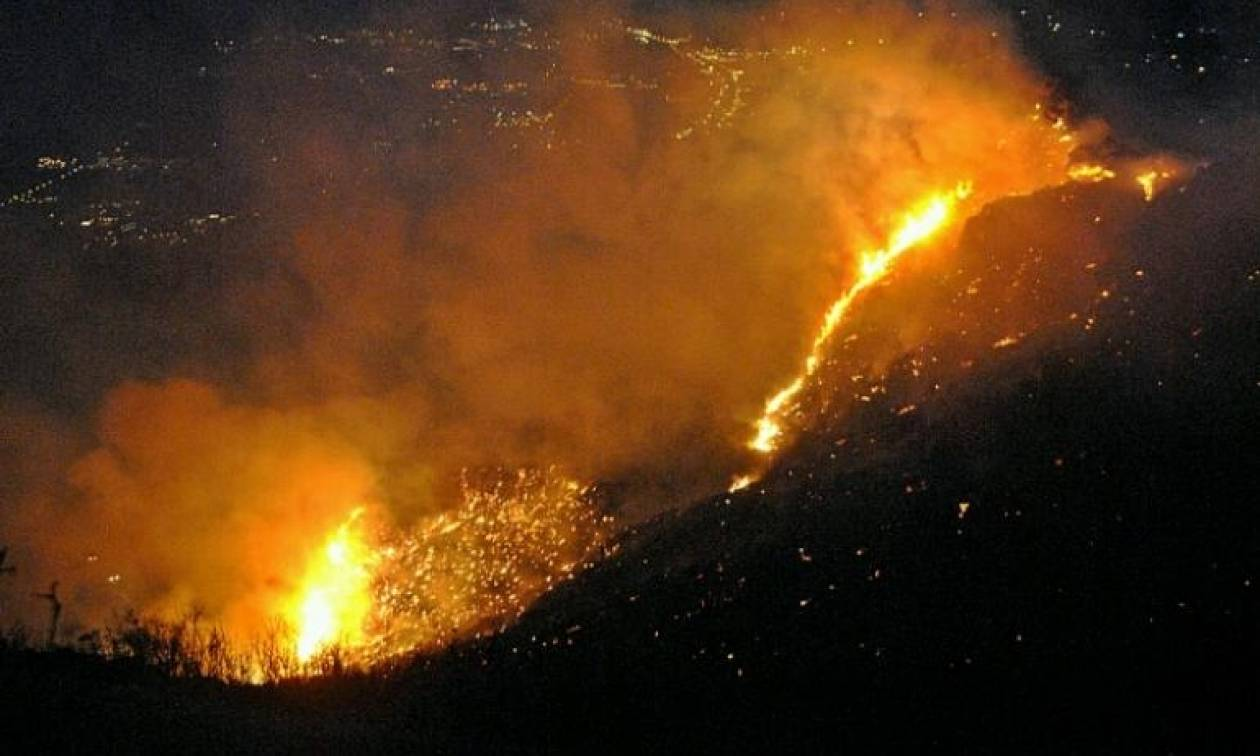 Φωτιά ΤΩΡΑ: Ολονύχτια μάχη με τις φλόγες στη Ζάκυνθο