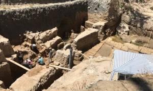 Ελληνίδα αρχαιολόγος ανακάλυψε στην Αίγυπτο κτίριο με λαξευτή γέφυρα! (pics)