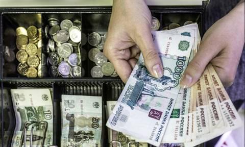 Рост ежедневных трат россиян продолжился и в июне, чего не было уже давно