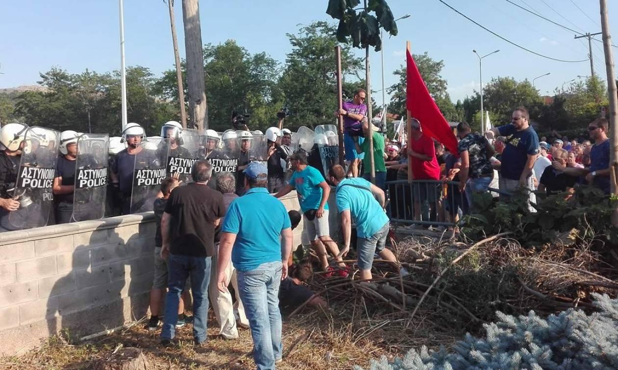 Κοζάνη - Ένταση κατά την επίσκεψη Τσίπρα: Συμπλοκές μεταξύ αστυνομικών και διαδηλωτών (pics+vid)