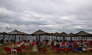 Καιρός: Καύσωνας… τέλος – Έρχονται βροχές και χαλαζοπτώσεις από την Κυριακή