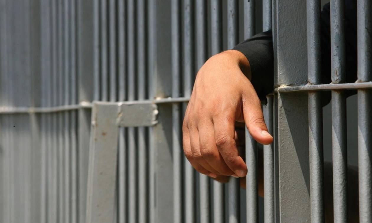 Γύρισε σπίτι μεθυσμένος και βίασε τη μητέρα του - 13 χρόνια φυλακή για τον 29χρονο Αλβανό
