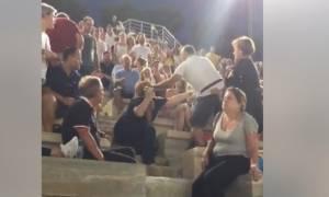 Άγριο ξύλο στο Καλλιμάρμαρο: Έδειρε τη γυναίκα του και οι θεατές όρμησαν πάνω του (vids)