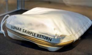 Αστρονομικό ποσό για το σάκο με τον οποίο ο αστροναύτης Άρμστρονγκ μετέφερε στη Γη σεληνιακή σκόνη
