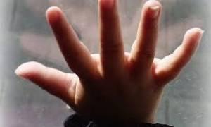 Φριχτός θάνατος για 4χρονο αγγελούδι: Την έδεναν με μονωτική ταινία στο κρεβάτι (pics)