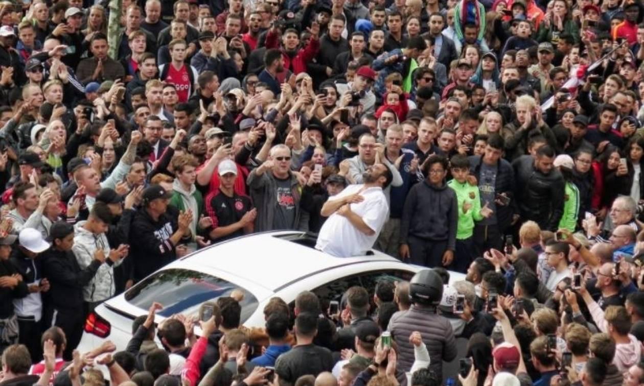 Χιλιάδες φίλοι του Άγιαξ στο σπίτι του Νουρί - Συγκλόνισαν ο πατέρας και ο αδερφός του (pics+vids)