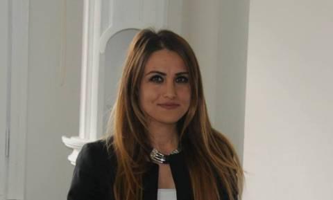 Τουρκία: Ελεύθερη η δημοσιογράφος που τόλμησε να ασκήσει κριτική στον «δικτάτορα» Ερντογάν
