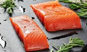 Σολομός: Όλα όσα πρέπει να γνωρίζετε για τις θερμίδες και τη διατροφική αξία του πολύτιμου ψαριού