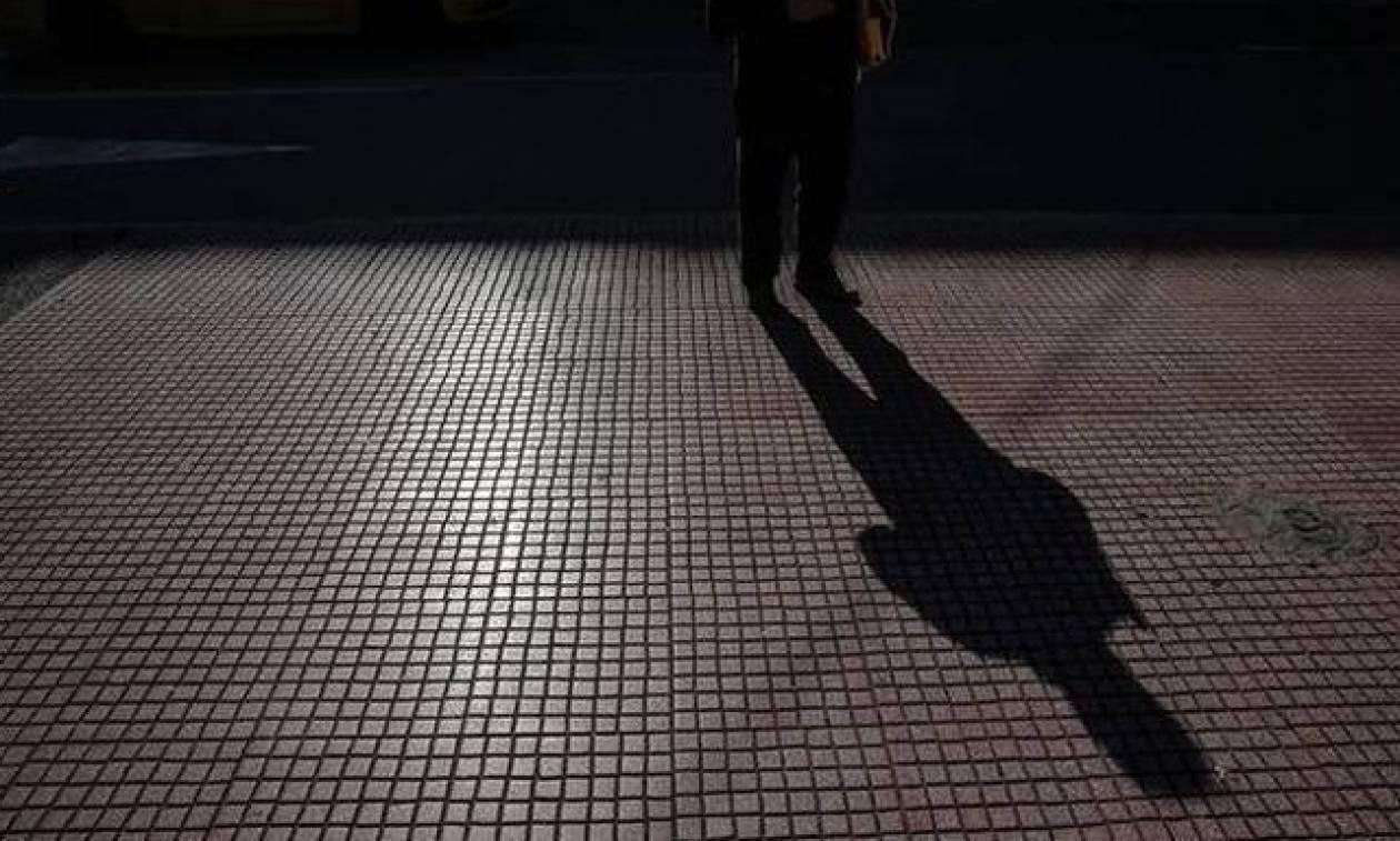Απίστευτο: Οι μισοί νέοι ως 35 ετών στην Ελλάδα έχουν μοναδικό εισόδημα το χαρτζιλίκι των γονιών!