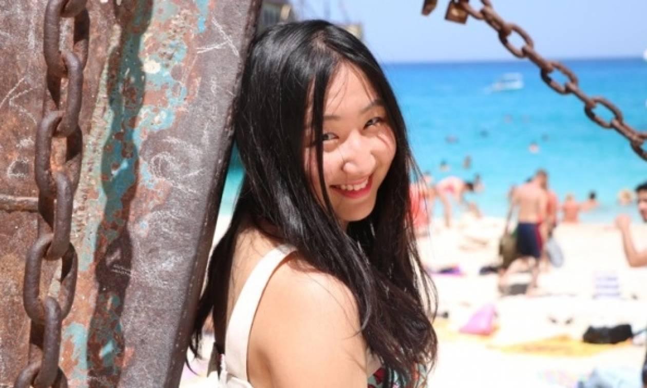 Είναι Κινέζα, την λένε Ελένη, αγαπά τούς Έλληνες και παίζει... μπουζούκι!