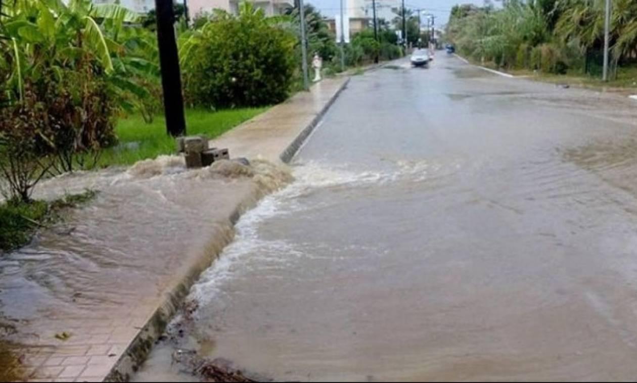 Κακοκαιρία - Λήμνος: Οι δρόμοι έγιναν ένα με τη θάλασσα - Χωρίς ρεύμα η Μύρινα (pics+vid)