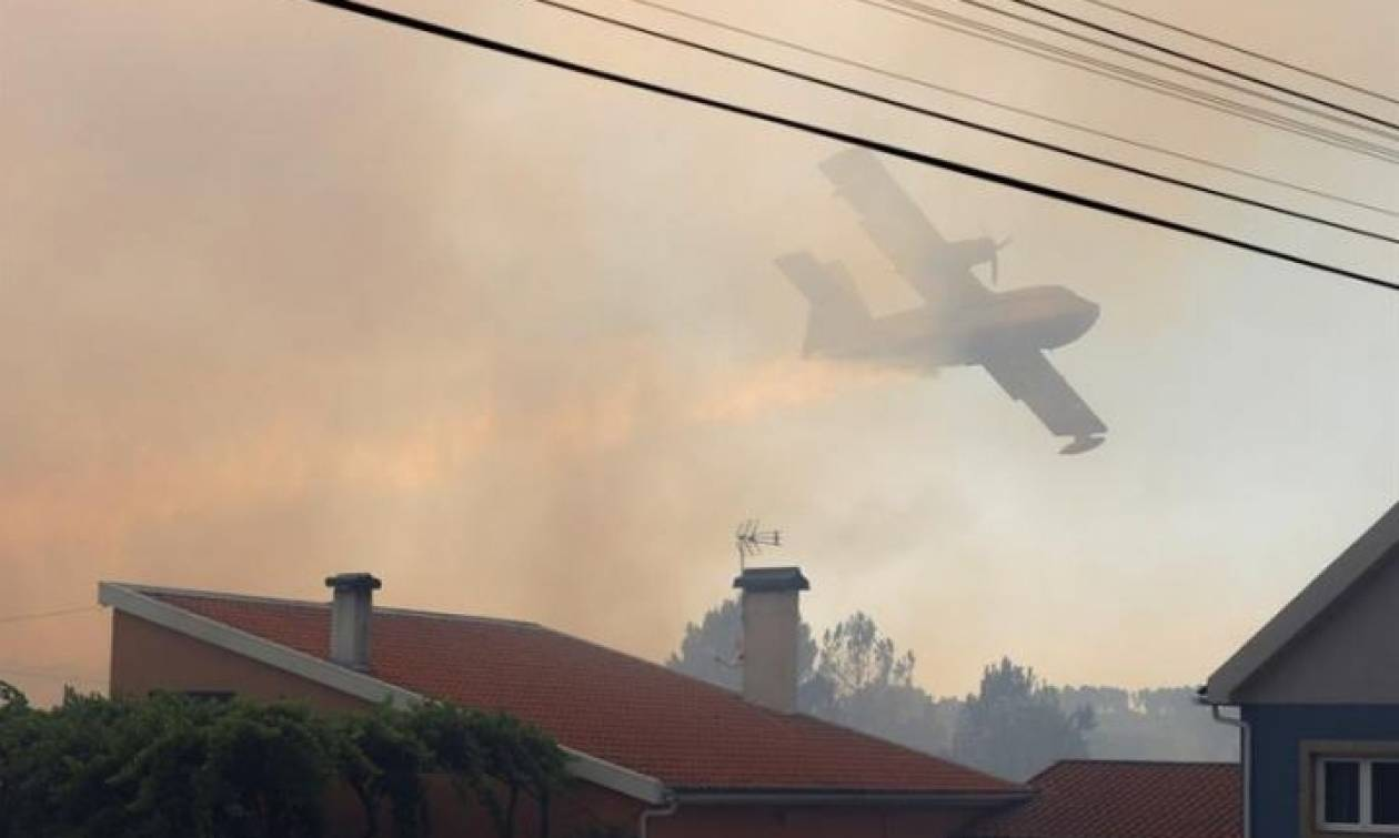 Σε πύρινο κλοιό ξανά η Πορτογαλία: Απειλούνται χωριά (pics)