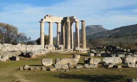 В Греции разгорелся скандал из-за голых туристов в храме Зевса