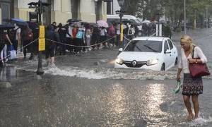Πλημμύρισε η Κωνσταντινούπολη: Προειδοποιούν άτομα κάτω από 1,60 να μην κυκλοφορούν! (vids)