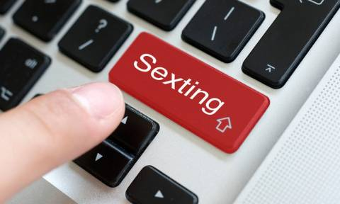 Sexting: Ποια ζευγάρια ωφελεί