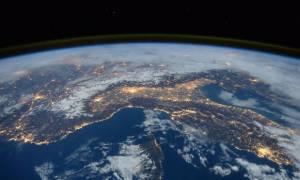Εντυπωσιακό βίντεο: Καθηλώνει η εικόνα της Γης από τον Διεθνή Διαστημικό Σταθμό!