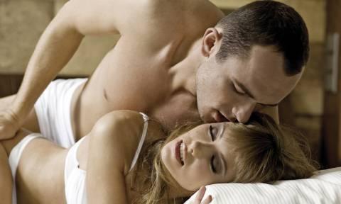Τα 4 βρώμικα πράγματα που θέλει να της κάνεις στο κρεβάτι