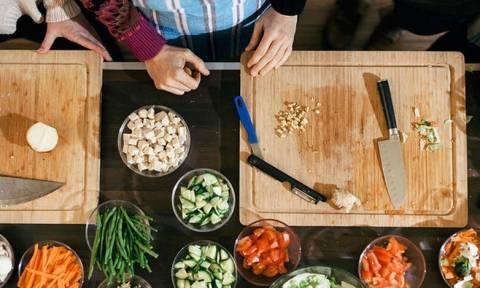 Προετοιμασία φαγητού: Έξι λάθη που μπορεί να σας αρρωστήσουν