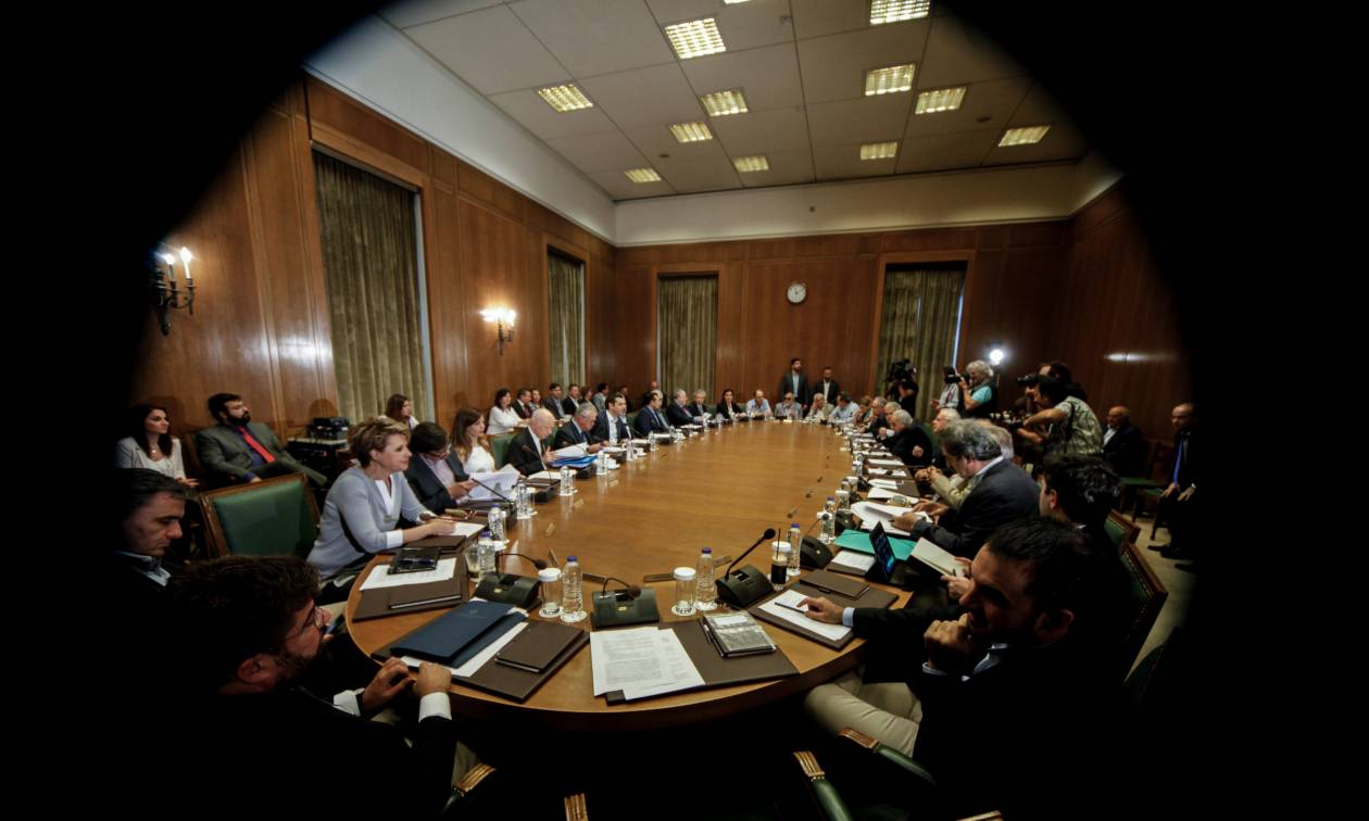 «Σφαγή» κορυφαίων υπουργών στο Υπουργικό: «Μυρίζει» ανασχηματισμός
