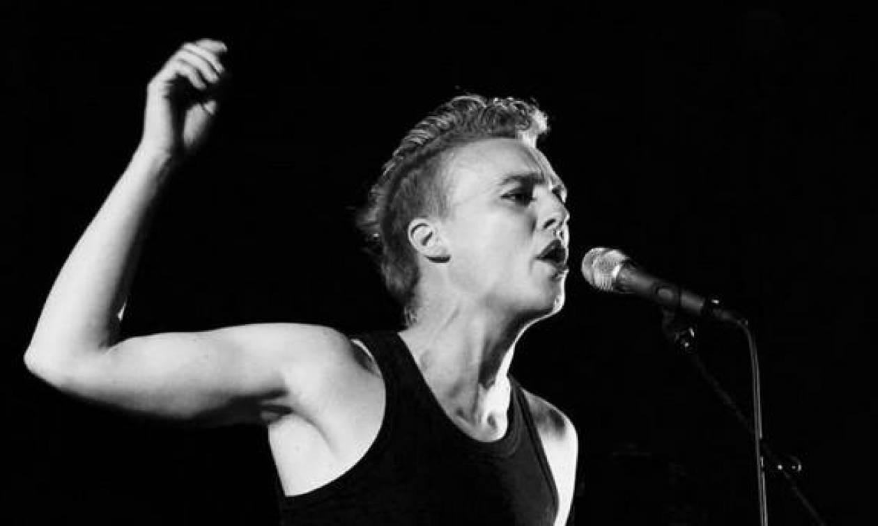 Σοκ: Τραγουδίστρια πέθανε στη σκηνή κατά τη διάρκεια συναυλίας